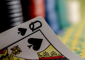 How to Play Ace Queen in poker